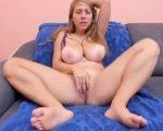 Linda tetona se masturba en vivo